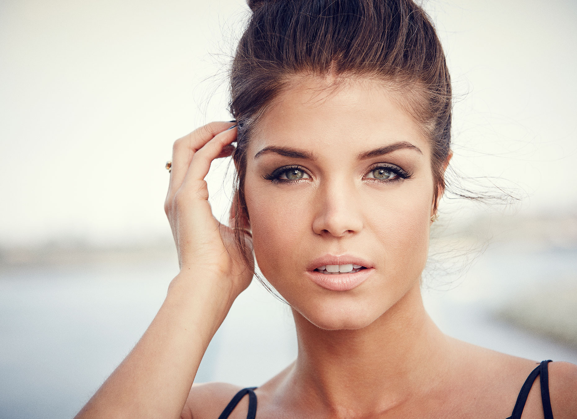 01_140724_2426_Marie-Avgeropoulos